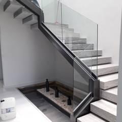 Construccion de Escaleras Metálicas: Escaleras de estilo  por AXKAN ESTRUCTURASyCONSTRUCCION, Minimalista Metal