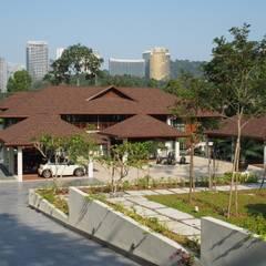 Luxury Bungalow In Sungai Penchala Kuala Lumpur:  Houses by Mode Architects Sdn Bhd
