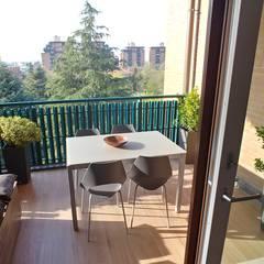Residenziale - HOME SWEET HOME: Balcone in stile  di Luca Palmisano Architetto