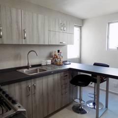 Remodelación - Cocina GG: Cocinas equipadas de estilo  por Rios Serna Arquitectos