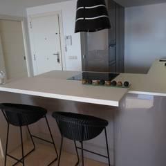 Small kitchens by Decodan - Estudio de cocinas y armarios en Estepona y Marbella,