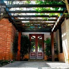 Rumah tinggal  by TERRABENTO ARQUITETURA E MOBILIário