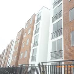 Construcción de viviendas y edificaciones: Balcón de estilo  por Globo Natural