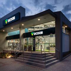 Sicoob Ecocredi PA Igrejinha: Edifícios comerciais  por Arqsoft Arquitetura e Engenharia LTDA