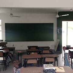 Colegio María Montessori Anexos de estilo moderno de Marcelo Juárez Trelles Moderno