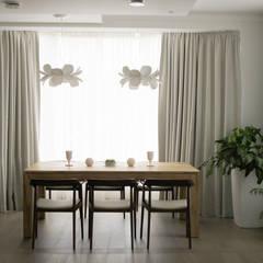 Загородный дом в Юкках: Столовые комнаты в . Автор – Wide Design Group,