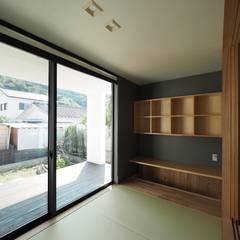古城町の家: ai建築アトリエが手掛けた和室です。,