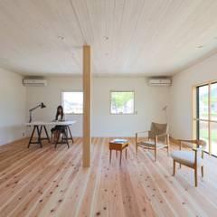 坂出のがらんどう: JMA(Jiro Matsuura Architecture office)が手掛けた寝室です。