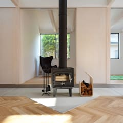切妻と土間: JMA(Jiro Matsuura Architecture office)が手掛けた廊下 & 玄関です。