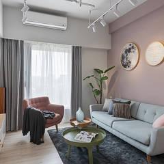 Living room by 知域設計