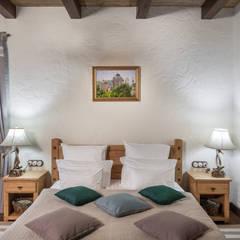 Усадьба: Спальни в . Автор – mlynchyk interiors ,