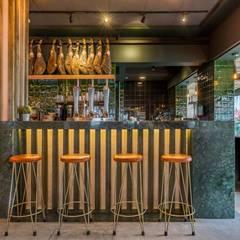 Fogón de Mariana, un proyecto de CM4 en Chiclana de la Frontera: Bares y Clubs de estilo  de MisterWils - Decoración Vintage