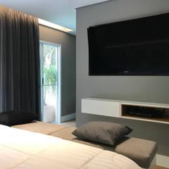 Projeto residência confortável e moderna no Recreio: Quartos  por JBENARQ,Moderno MDF