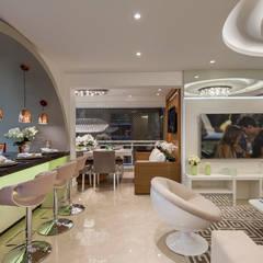 Apartamento Chanel: Salas de estar  por Designer de Interiores e Paisagista Iara Kílaris