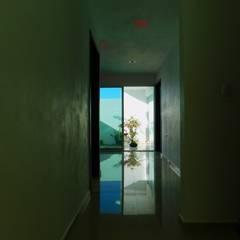 casa A + B: Pasillos y recibidores de estilo  por CA ARQUITECTURA