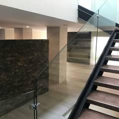 CASA DEL ANGEL 2: Escaleras de estilo  por RARQ, Minimalista