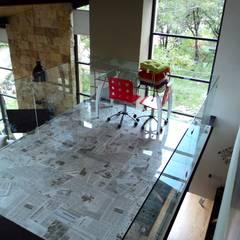 CASA DEL BOSQUE: Estudios y oficinas de estilo  por RARQ