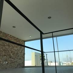 CASA SONORA: Estudios y oficinas de estilo  por RARQ