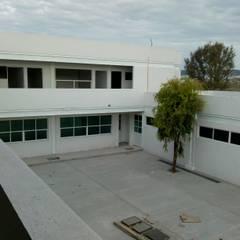 Escuelas de estilo  por AVANZA ARQUITECTOS