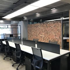 DISEÑO DE OFICNAS: Oficinas y tiendas de estilo  por RARQ