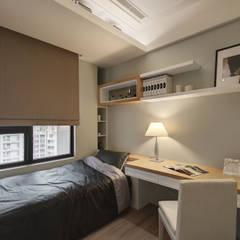 Teen bedroom by 邑舍室內裝修設計工程有限公司