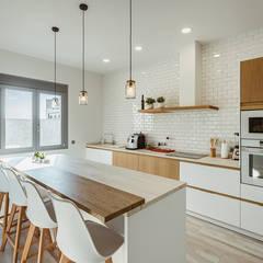 مطبخ ذو قطع مدمجة تنفيذ OOIIO Arquitectura en Madrid