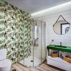 Original casa moderna con 4 patios.: Baños de estilo  de OOIIO Arquitectura, Moderno Cerámico