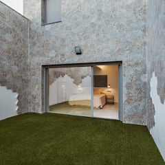Front yard by OOIIO Arquitectura, Modern Ceramic
