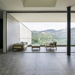 Balcón de estilo  de Ivan Araújo Fotografia de Arquitetura