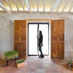 Wooden windows by OOIIO Arquitectura, Rustic Wood Wood effect