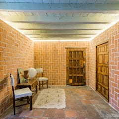 Rustic style study/office by OOIIO Arquitectura Rustic Bricks