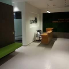OFICINAS CORPORATIVAS LEVITON: Estudios y oficinas de estilo  por ARQUIQUALITA