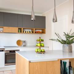 Küche in Berlin:  Einbauküche von CONSCIOUS DESIGN - INTERIORS