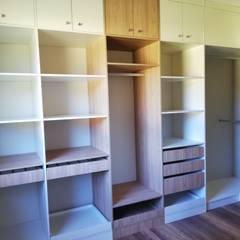 Ruang Ganti oleh Quo Design - Diseño de muebles a medida - Puerto Montt