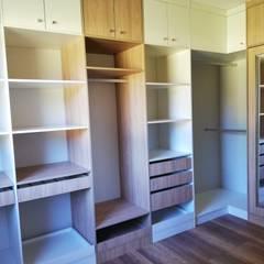 Diseño de Cocina, baños, loggia y closet en Osorno: Walk in closet de estilo  por Quo Design - Diseño de muebles a medida - Puerto Montt, Moderno