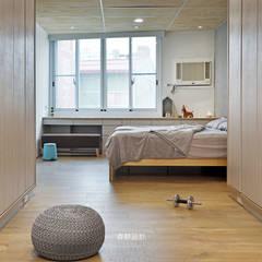 Lantai oleh 森畊空間設計, Minimalis Komposit Kayu-Plastik