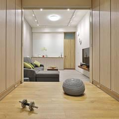 Gimnasios en casa de estilo  por 森畊空間設計, Minimalista Compuestos de madera y plástico