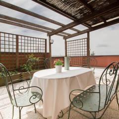 Terrazas de estilo  por Le Case di Erica | Interior&HomeStaging