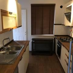 Halif yapı – BUTİK VİLLA :  tarz Küçük Mutfak, Modern İşlenmiş Ahşap Şeffaf