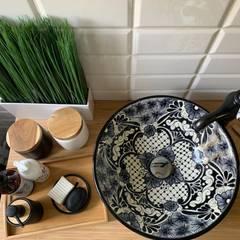 Umywalki meksykańskie: styl , w kategorii Łazienka zaprojektowany przez Cerames