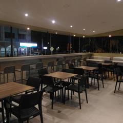 Restaurante Quile: Espacios comerciales de estilo  por CAMALEON DISEÑOS