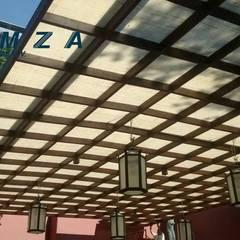 CUBIERTAS DE YUTE: Terrazas de estilo  por LUMZA SA DE CV