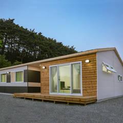 공간제작소의 단층전원주택 컬렉션: 공간제작소(주)의  목조 주택