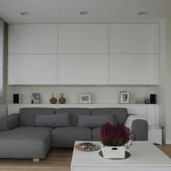 130m2 - żoliborz: styl , w kategorii Salon zaprojektowany przez t design