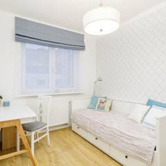 Projekt inspirowany stylem Hampton: styl , w kategorii Małe sypialnie zaprojektowany przez ZAWICKA-ID Projektowanie wnętrz
