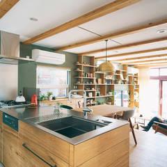 名東区の住宅 A邸: gimbalworksが手掛けたシステムキッチンです。