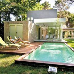 Garden Pool by Palmeras Construcciones