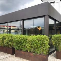 AMPLIAMENTO AREA RISTORAZIONE NEGOZIO BIOLOGICO: Negozi & Locali commerciali in stile  di Architetto Alberto Boesso