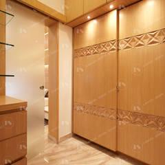 :  Small bedroom by 2 Bricks Design Studio