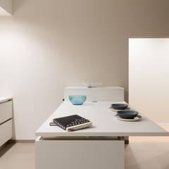:  Кухня by UAIG |        Ufficio Architettura Interni Grammauta